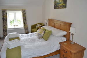 ty canol cottage double bedroom